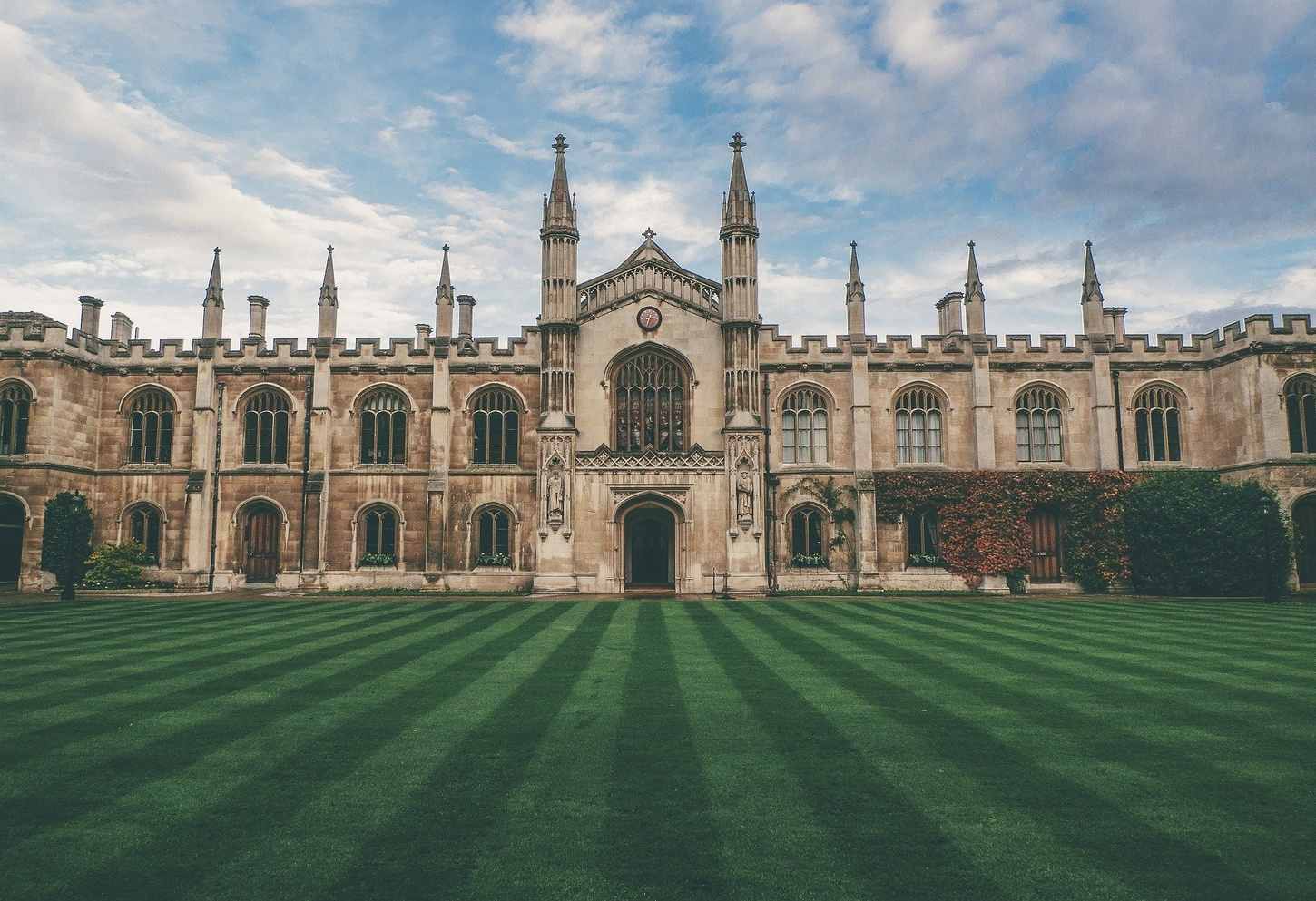 cambridge universty lawn and building